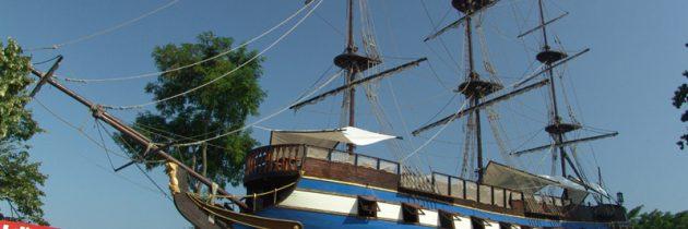 Golden Dreams restaurant ship